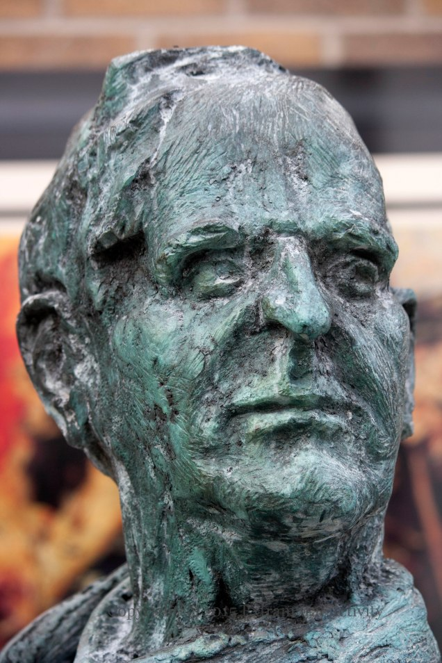 2015-09-03 William Conor face+