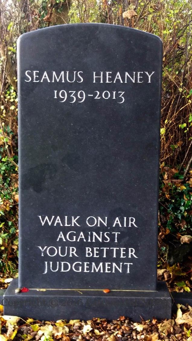 03931-2016-11-04-seamus-heaney-grave