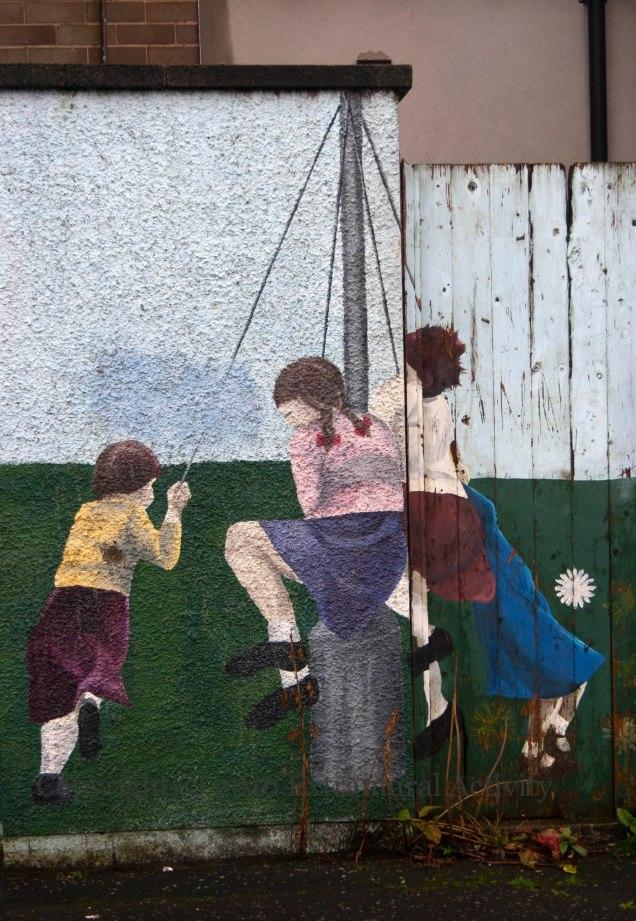 03924-2016-10-18-taugh-family-centre-swings